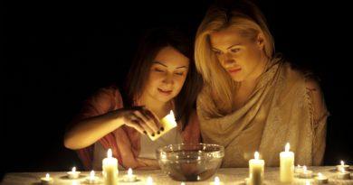 Психолог: Зачем на самом деле девушки гадают?